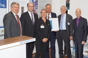 DQS GmbH: DQS zertifiziert erste deutsche Kommune nach ISIS12