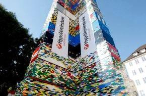 LEGO GmbH: Geschafft! München holt den Weltrekord - Höchster LEGO® Turm der Welt auf dem Münchner Marienhof erbaut (mit Bildmaterial)