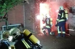 Feuerwehr Gelsenkirchen: FW-GE: Brand im leerstehenden GAFÖG-Gebäude an der Ulrichstraße in Erle  Löschmaßnahmen gestalten sich schwierig