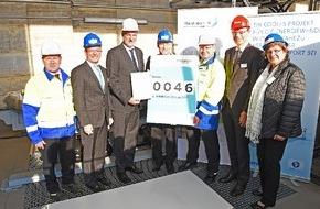 RWE Deutschland AG: KlimaExpo.NRW zeichnet RWE-Projekt AmpaCity als Fortschrittsmotor für den Klimaschutz aus / NRW-Wirtschaftsminister Garrelt Duin überreicht Urkunde für die Supraleitertechnologie