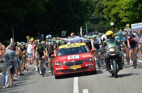Skoda Auto Deutschland GmbH: Neue Ära: Neuer SKODA Superb begeistert als 'Red Car' der Tour de France