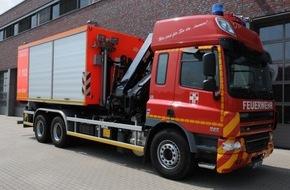 Feuerwehr Dorsten: FW-Dorsten: Schwerer Arbeitsunfall während der Beladung eines Lkw mit Düngemitteln