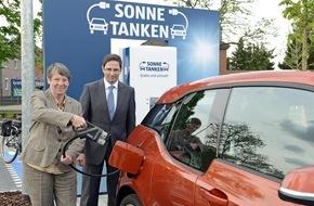 Unternehmensgruppe ALDI SÜD: Bundesumweltministerin Hendricks eröffnet erste Elektroladestation von ALDI SÜD