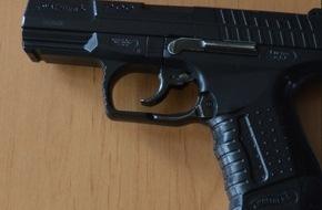 Polizeiinspektion Cuxhaven: POL-CUX: Polizei klärt Raubüberfälle auf Spielotheken - Tatwaffen beschlagnahmt