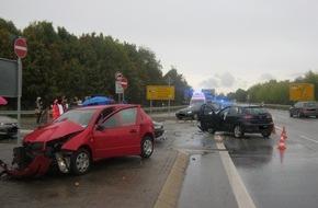Polizeidirektion Landau: POL-PDLD: Gegenverkehr übersehen, 3 Insassen leicht verletzt