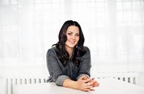"""sixx GmbH: """"Sexuelle Erniedrigung ist mir wichtig."""" BDSM-Spezial von """"Paula  kommt!"""" zum Kinostart von """"50 Shades of Grey"""" - am Samstag, 14.  Februar 2015, um 22:15 Uhr, auf sixx (FOTO)"""