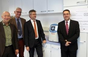 Hochschule Fresenius: Fonds der Chemischen Industrie fördert Hochschule Fresenius in Idstein / 18.000 Euro für mehr Experimente im Master-Studiengang Bio- und Pharmaceutical Analysis