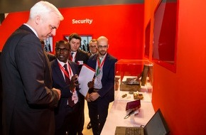 Vodafone GmbH: NRW Wirtschaftsminister Duin besucht Vodafone auf der CeBIT (FOTO)