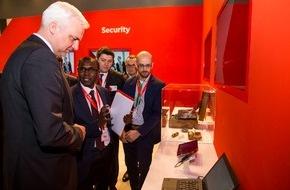Vodafone GmbH: NRW Wirtschaftsminister Duin besucht Vodafone auf der CeBIT