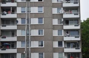 Feuerwehr Dortmund: FW-DO: Eine Person aus Brandwohnung gerettet
