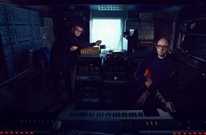 "Universal International Division: The Chemical Brothers mit neuem Album ""Born In The Echoes"" am 17. Juli + Erster Track ""Sometimes I Feel So Deserted"" ab sofort erhältlich"