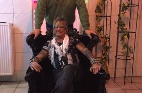 """kabel eins: """"Auch ich kenne mich mit Möpsen aus."""" Tamme Hanken besucht Rotlicht-Legende Bert Wollersheim im Weihnachts-Spezial von """"Tamme Hanken - Der Knochenbrecher on tour"""" am 22. Dezember 2015 bei kabel eins"""