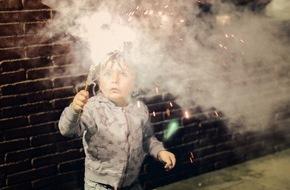 AXA Konzern AG: Silvesterfeuerwerk mit Kindern
