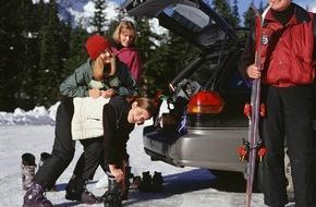 CosmosDirekt: Unterwegs in den Winterurlaub? Tipps für Autofahrer
