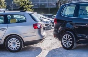 HUK-Coburg: Tipps für den Alltag / Wenn zwei dasselbe falsch machen...Rückwärtsfahren auf dem Parkplatz: Der schnelle Tritt auf die Bremse allein tut's nicht