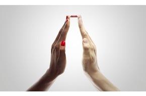 """news aktuell GmbH: Coca-Cola gewinnt PR-Bild-Award 2015 mit """"Togetherness"""" von Starfotograf David LaChapelle, eingereicht von fischerAppelt, relations"""