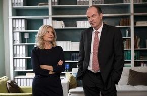 """ARD Das Erste: Das Erste / """"Die Kanzlei"""" ist zurück am Set - In Hamburg stehen Sabine Postel und Herbert Knaup für 13 neue Folgen der ungewöhnlichen Anwaltsserie vor der Kamera"""