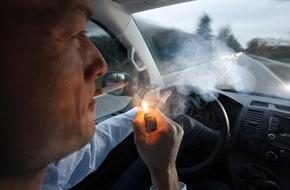 AUTO BILD: AUTO BILD: Immer mehr Länder schützen Kinder per Gesetz vor Zigaretten-Qualm im Auto - Deutschland nicht