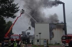 Freiwillige Feuerwehr Lage: FW Lage: TLF 4000 zur Unterstützung beim Großbrand in Augustdorf