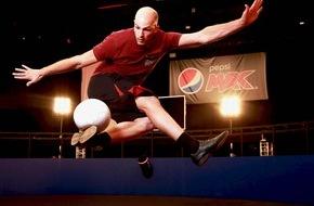 """PepsiCo Deutschland GmbH: """"Volley 360"""" Video: Pepsi MAX kickt den Fußball-Volley in neue Dimensionen"""