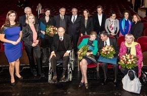 DIE ZEIT: Laura Poitras und Barada Syrienhilfe mit dem Marion Dönhoff Preis 2015 ausgezeichnet
