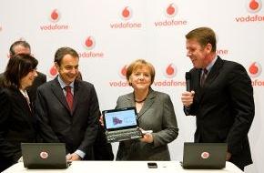 Vodafone GmbH: CeBIT 2010: Bundeskanzlerin Angela Merkel zu Besuch bei Vodafone