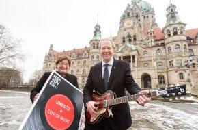 Hannover Marketing und Tourismus GmbH: In Hannover spielt die Musik! / Bewerbung als UNESCO City of Music - mit Duesenberg-Gitarre zur Berlinale