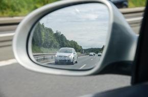 HUK-Coburg: Rasen oder Reisen? / Richtgeschwindigkeit auf deutschen Autobahnen - Wer schneller fährt, riskiert bei Unfall Mitschuld