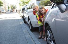 ADAC: ADAC will Schulwege sicherer machen / Neue Verkehrsinitiative soll Eltern und Kinder über Risiken aufklären / Zahlreiche Tests und Aktionen in diesem Jahr geplant