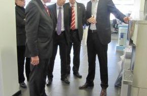 BRITA GmbH: Ministerpräsident Volker Bouffier zu Gast bei der BRITA GmbH in Taunusstein (mit Bild)