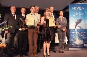DLRG - Deutsche Lebens-Rettungs-Gesellschaft: NIVEA Delfin Preis für Lebensretter in Hamburg verliehen / Außergewöhnlicher Mut bewahrte Leben (mit Bild)
