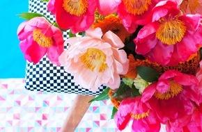 Blumenbüro: Mustermix und Kontraste: Pfingstrosen im Farbenspiel / Die romantische Blütenschönheit mal anders