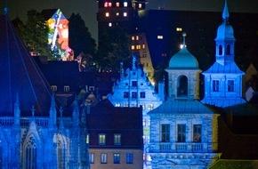 Congress- und Tourismus-Zentrale Nürnberg: Nürnberg wird Blau / Freiheitsfackeln und Barrikaden bei der Kulturnacht