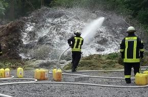 Freiwillige Feuerwehr Menden: FW Menden: Brennt Grünabfall auf Lagerplatz