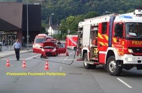 Feuerwehr Plettenberg: FW-PL: Gemeldeter Fahrzeugbrand nach Verkehrsunfall und Schornsteinbrand in einem Schloß in Plettenberg