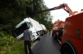 Polizeidirektion Neuwied/Rhein: POL-PDNR: L 278 nach Verkehrsunfall 3 Stunden gesperrt