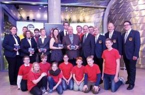 DLRG - Deutsche Lebens-Rettungs-Gesellschaft: Ehrung im Zeichen der Wassersicherheit: DLRG und NIVEA verleihen NIVEA-Preis für Lebensretter