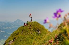 Österreichs Wanderdörfer: Österreichs Wanderdörfer: Neuer Katalog präsentiert elementare Naturerlebnisse aus Österreich