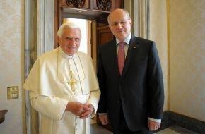 CDU/CSU - Bundestagsfraktion: Volker Kauder beim Papst (mit Foto)