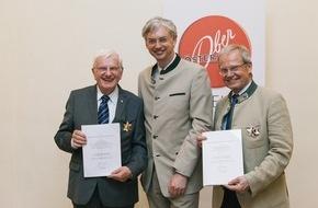 Oberösterreich Tourismus: Hohe Auszeichnung für Kommerzialrat Johann Schenner und Oberösterreich Tourismus-Geschäftsführer Karl Pramendorfer