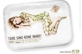 PETA Deutschland e.V.: Schauspielerin Jessica Ginkel protestiert im Bodypaint-Look gegen Reptilienbörsen / Zur Terraristika in Hamm verwandelt Painting-Weltmeister attraktive Berlinerin in Chamäleon