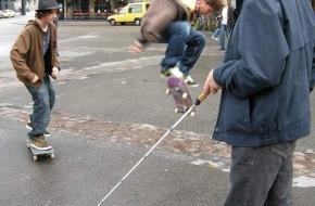 Schweiz. Zentralverein für das Blindenwesen SZB: Internationaler Tag des Weissen Stockes - Keiner zu klein eine Gefahr zu sein