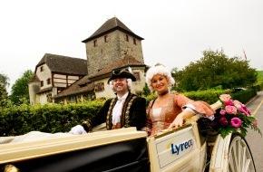 Lyreco Switzerland AG: 125 Jahre Lyreco - in Oldtimer und Kutsche auf Kundenbesuch