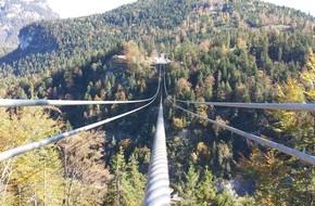 Tourismusverband Naturparkregion Reutte: Großartiger Baufortschritt bei highline179 - vier Tragseile gespannt und Eröffnung in greifbarer Nähe