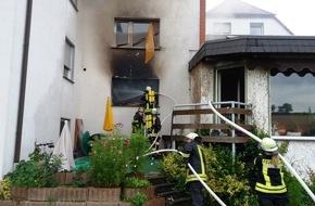 Feuerwehr Arnsberg: FW-AR: Großeinsatz der Arnsberger Feuerwehr bei Wohnungsbrand in Müschede - ein Verletzter
