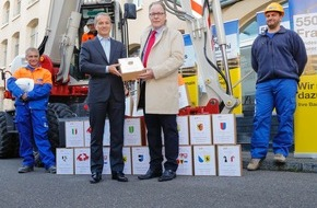 SBV Schweiz. Baumeisterverband: Schweizerischer Baumeisterverband übergibt 26'000 Bauarbeiter-Unterschriften für LMV-Verlängerung (aktualisierte Version)