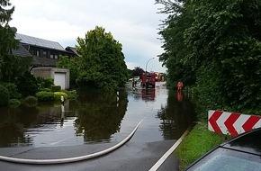 Feuerwehr Bottrop: FW-BOT: Erstmeldung: Hochwasserlage in Grafenwald nach nächtlichen Unwettern