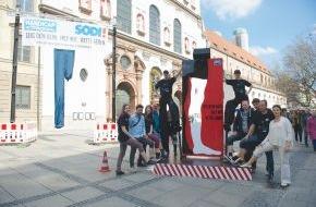 Handicap International: München zeigt Bein gegen Landminen und Streubomben