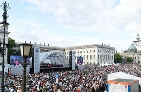 """BMW Group: Jubiläum bei """"Staatsoper für alle"""" und """"Oper für alle"""" 2016: Open-Air-Konzerte in Berlin und München begeistern fast 50.000 Besucher"""