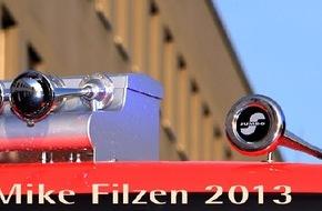 Feuerwehr Essen: FW-E: Brennender Sessel - zwei Personen leicht verletzt